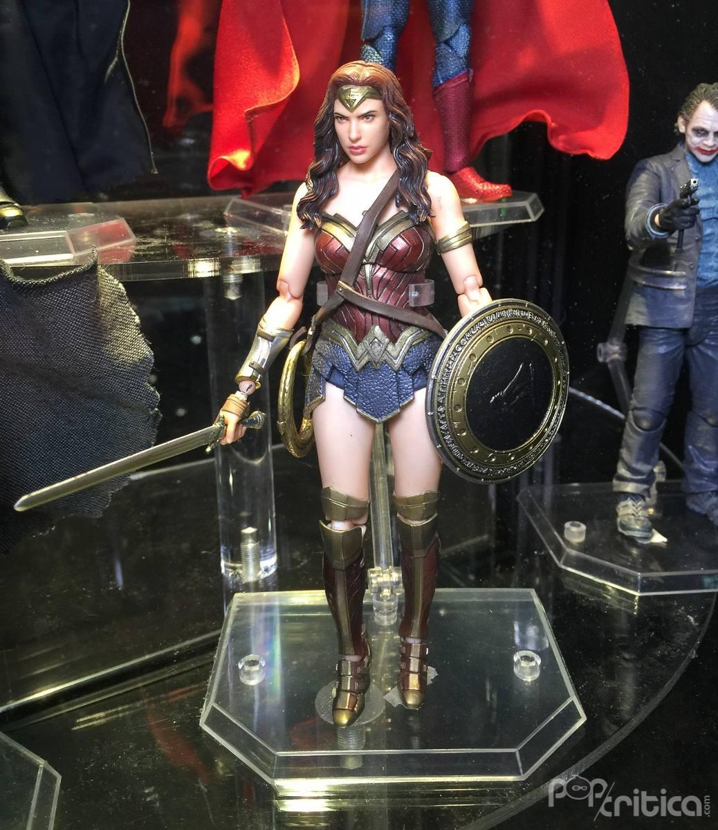 [Comentários] DC Comics S.H. Figuarts - Página 2 Wonder-woman-mulher-maravilha-medicom-mafex-batman-superman-D_NQ_NP_537025-MLB25359401754_022017-F