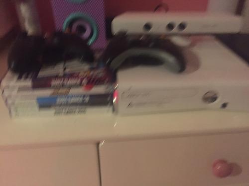 xbox 360 con kinect, 2 controles,todos los cablesy 4 juegos.