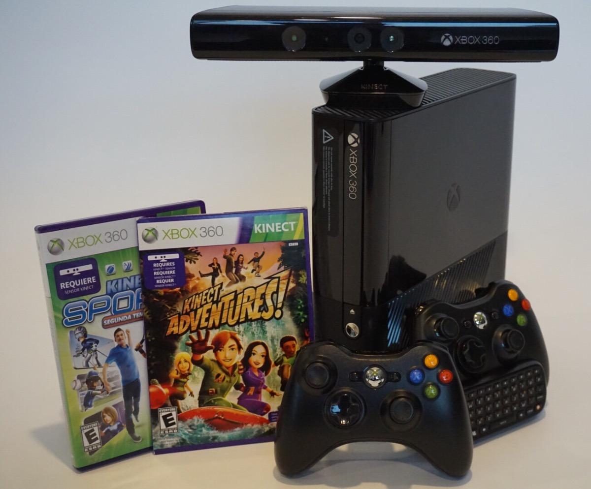 Xbox 360 E Con Kinect Incluye 2 Juegos Y 2 Controles