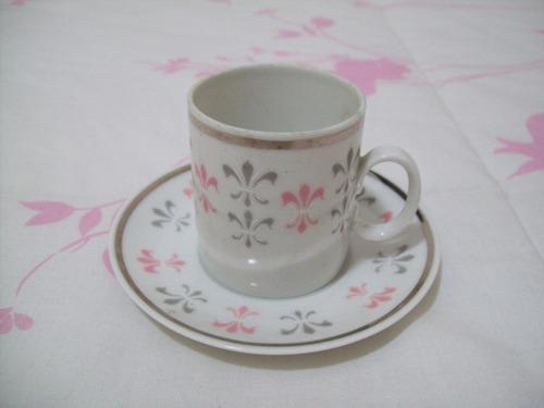 xícara de café com pires em porcelana marca renner