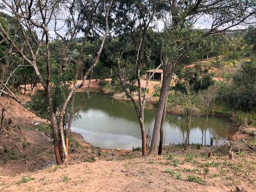 y área de 1000m² livres com bosque e lago para lazer