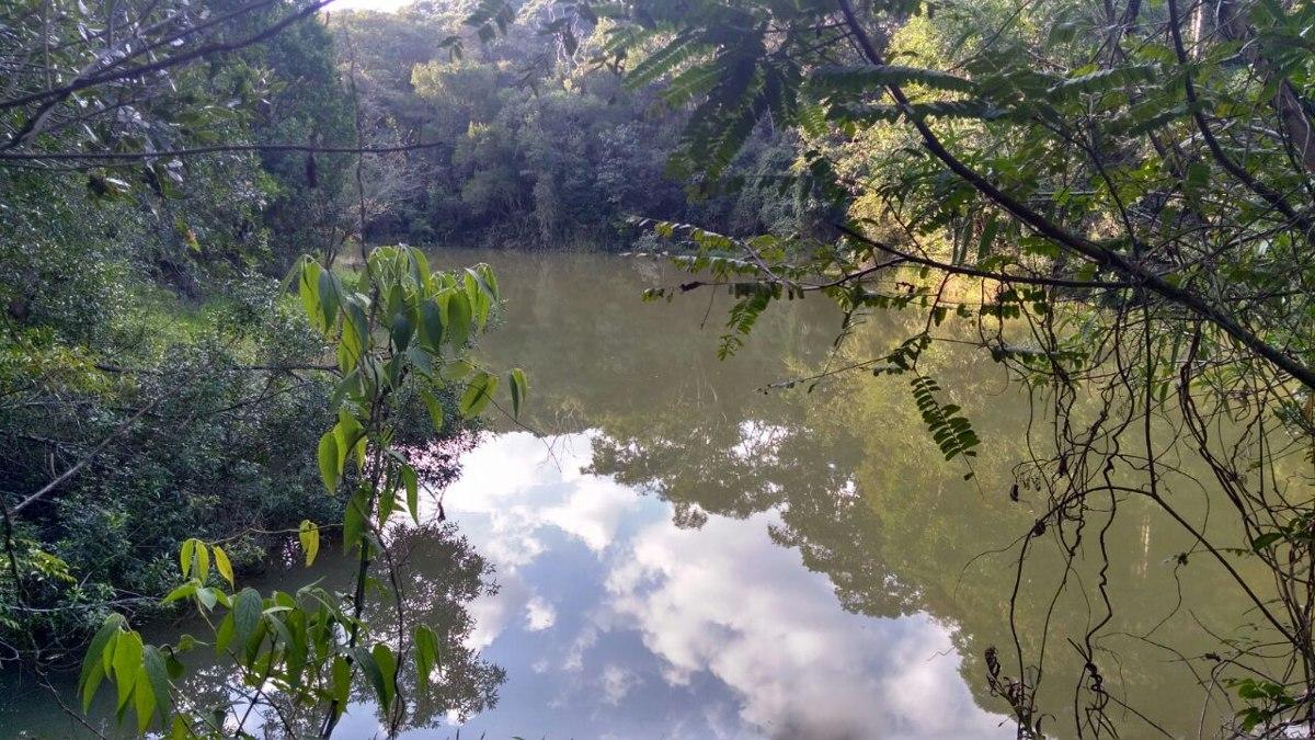 y excelente chance de terreno p/chácara 1000m²  c/lago