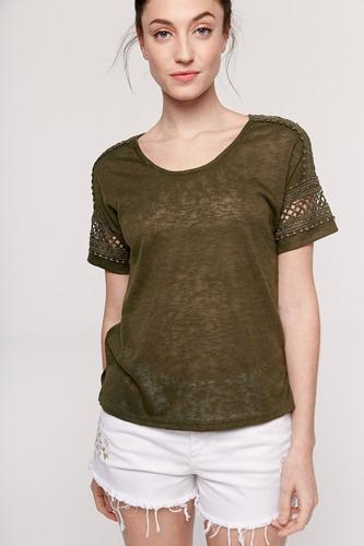 yagmour remera manga corta de lino con detalles en puntillas