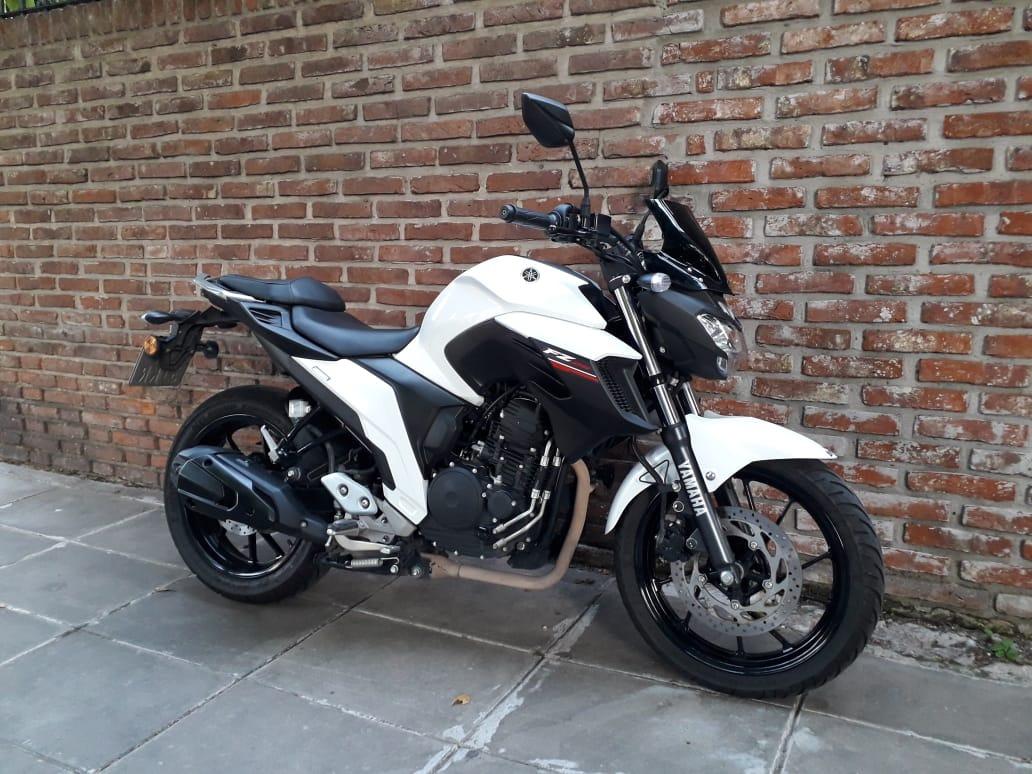 Yamaha-FZ25-Full-Photo - GaadiKey