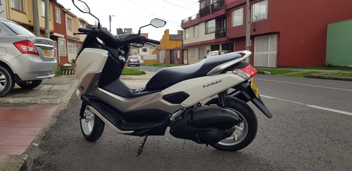 yamaha nmax scoother con solo 600 kms nueva. f.abs perfecta
