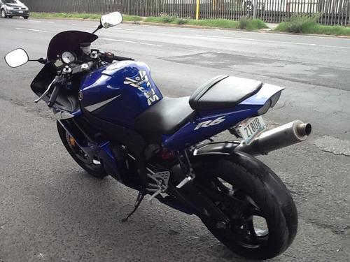 yamaha r6s . 600cc. mod. 2007.