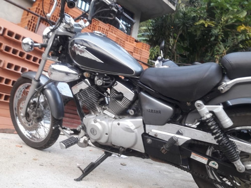 yamaha xv 250 gris con negro
