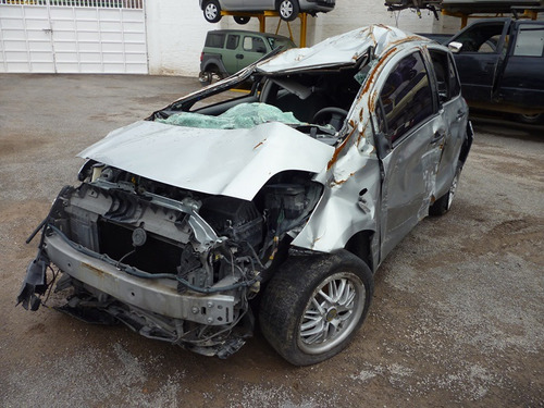 yaris 2005 accidentado
