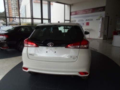 yaris hatchback xs at