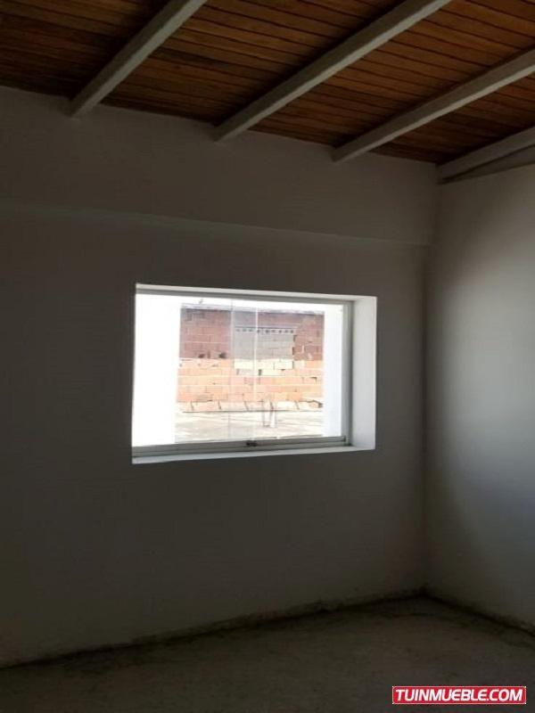 yosmar muñoz vende townhouses en villa de alcala foth-114
