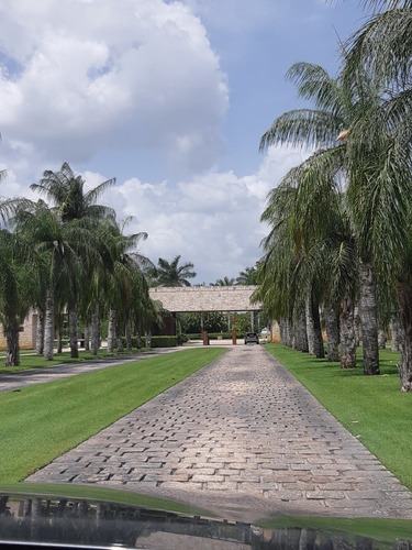yucatán country club.  bella casa en privada tumín.