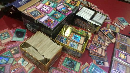 yugioh lata con 200 cartas(10foils)