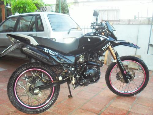 yumbo skua 250 cc impecable
