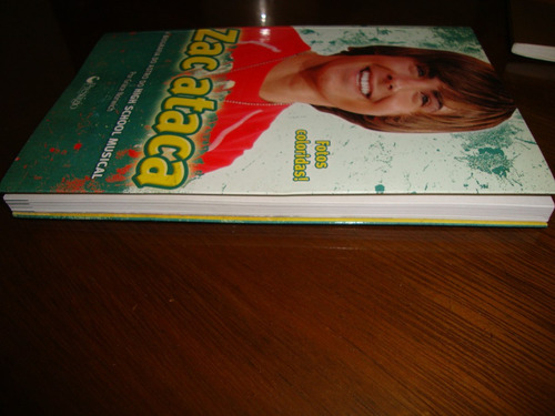 Zac Ataca - A Biografia Do Astro Do High School Musical - R  25,20 ... a3ffb34bc6