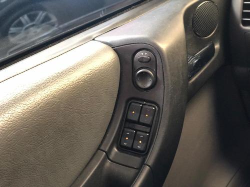 zafira - 7 lugares - 2011 2.0 elegance automática - flex
