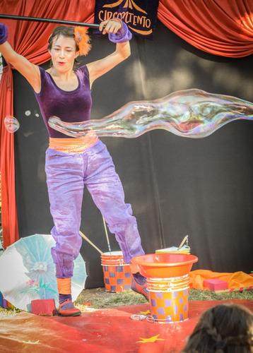 zanquistas, burbujas, animación infantil show circo zancudos