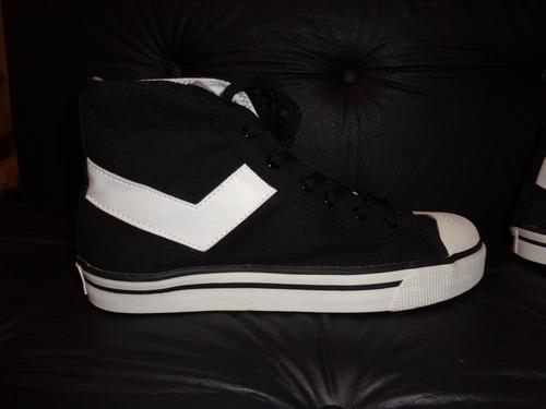 zapatilla botita negras