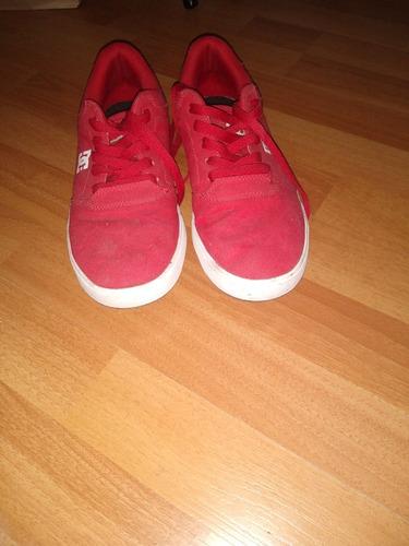 zapatilla marca dc roja