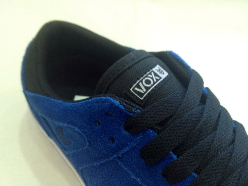 zapatilla marca ** vox **  gamuza color azul francia