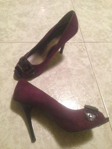 zapatilla terciopelo con hebilla mca. guess color púrpura