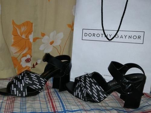 zapatillas #4 marca dorothy gaynor completamente nuevas.