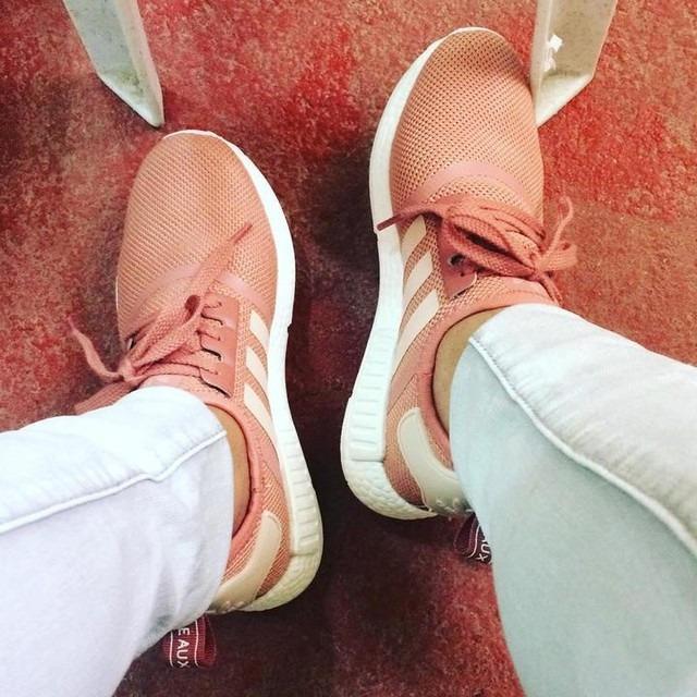 Zapatillas adidas Nmd R1 Mujer Rosado Originales Nuevo