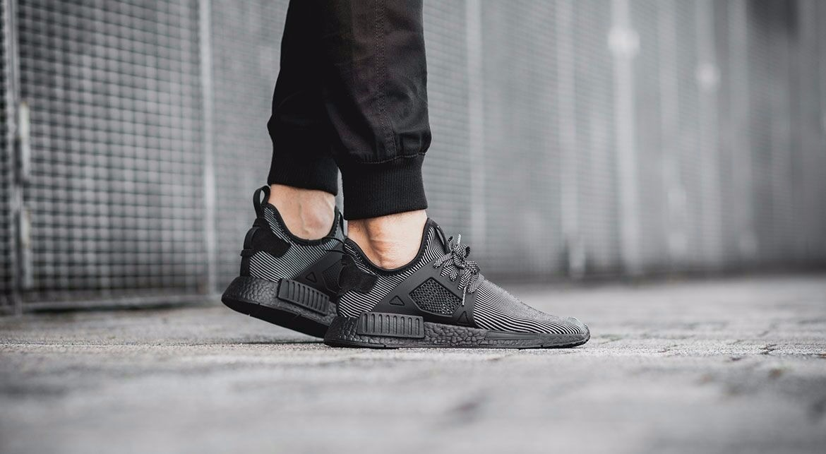 ca4ee12658d zapatillas adidas nmd xr1 triple black. Cargando zoom.