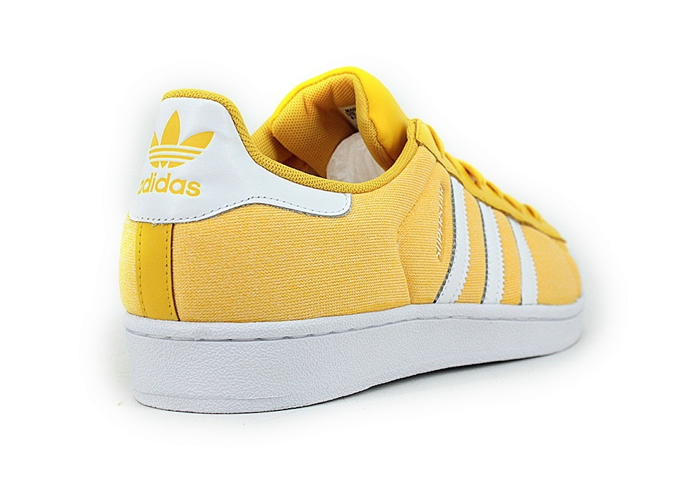 adidas amarillas superstar