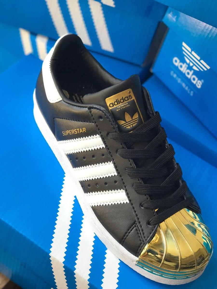 zapatillas adidas superstar negras y doradas