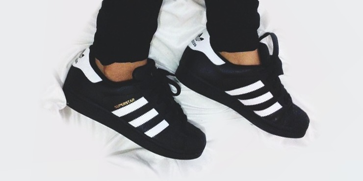 superstar negras con blanco
