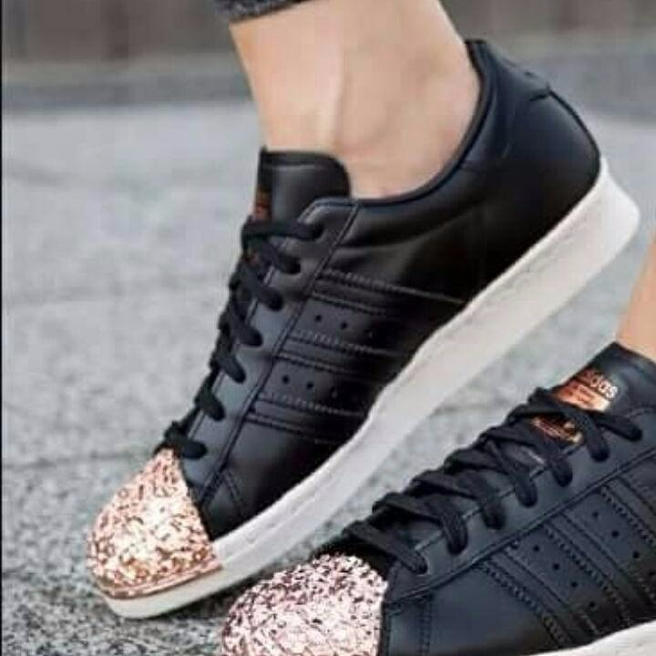 the best attitude a778d ad99b zapatillas adidas superstar negras punta dorada simil piedra