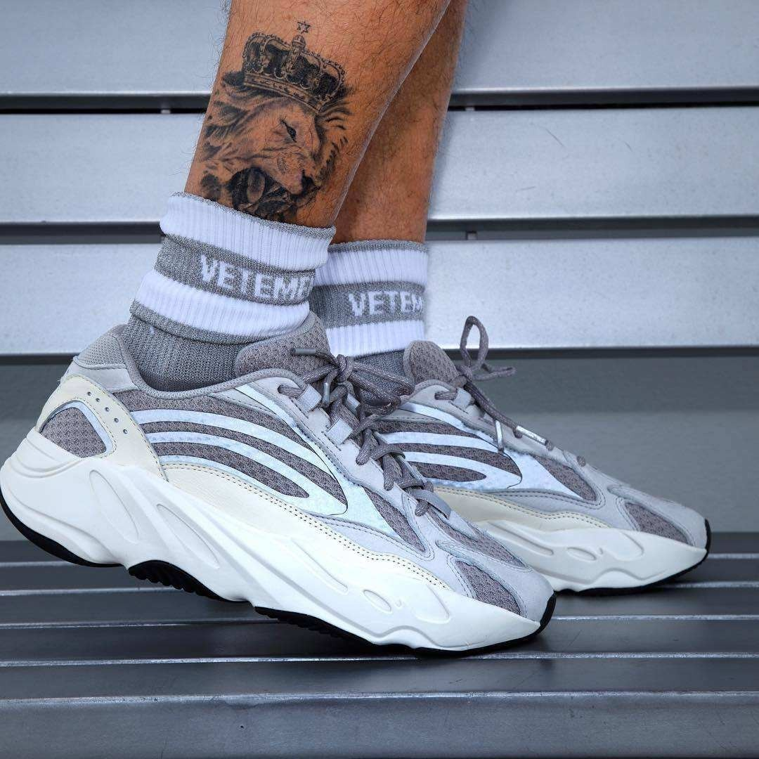 quality design a849a c104a Zapatillas adidas Yeezy 700 V2 static Exclusive Line