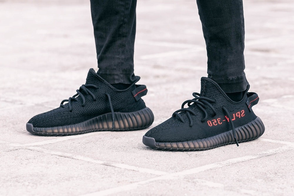 b2ebb1807ac zapatillas adidas yeezy boost 350 v2 black red. Cargando zoom.
