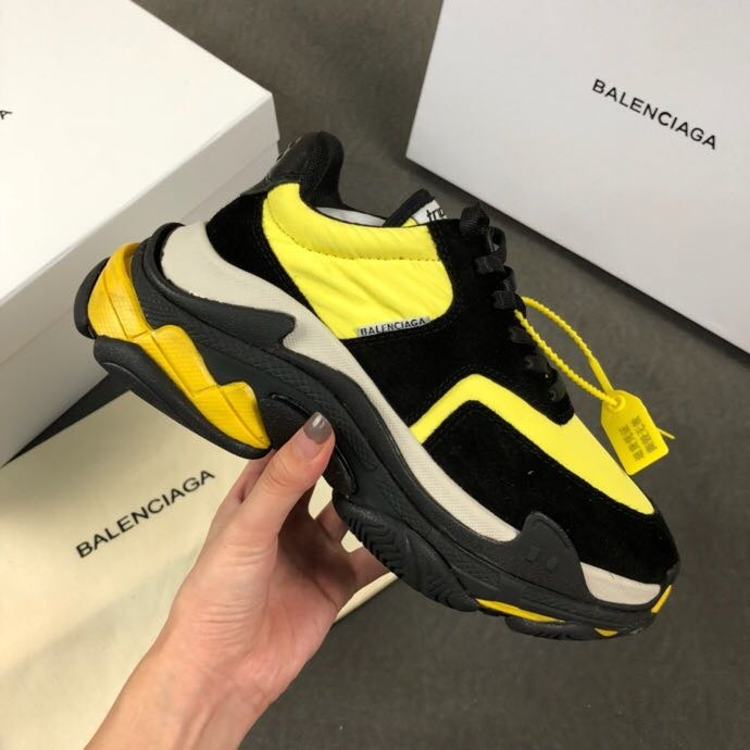 0afdfd1a21f7 Zapatillas Balenciaga Triple S V2.0 Yellow   Black Unisex - S  550 ...