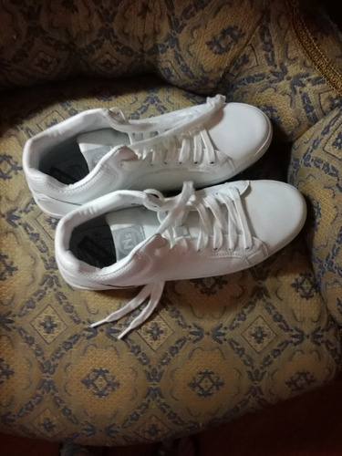 zapatillas blancas de hombre número 41 , un solo uso