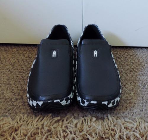 zapatillas blanco con negro