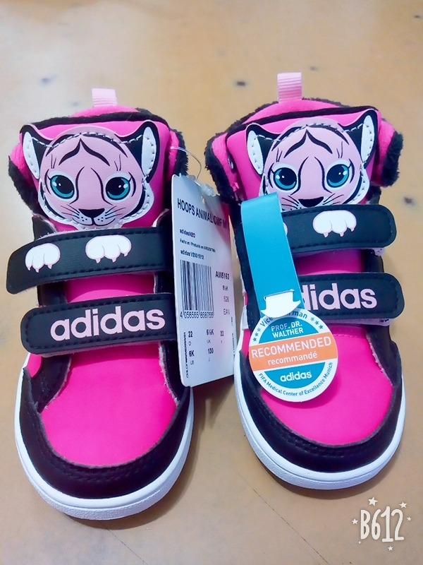 8036f7027 zapatillas botitas adidas nena. Cargando zoom.