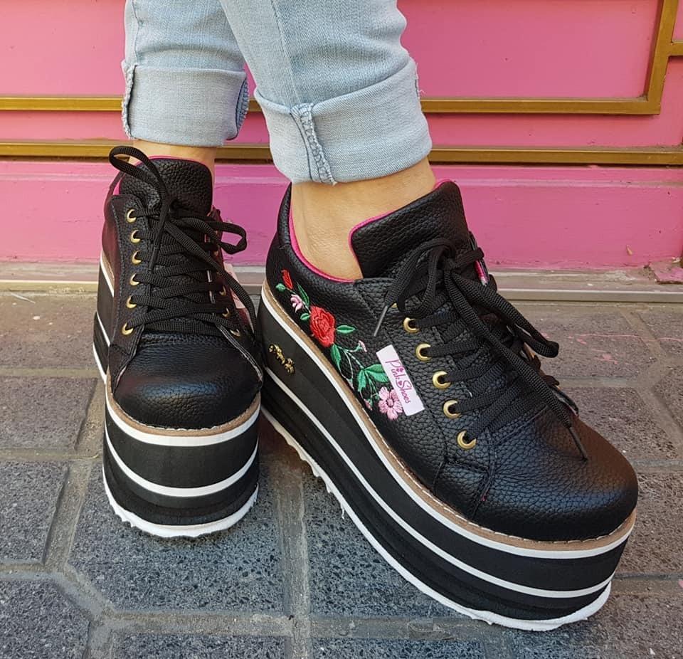 buy online 51647 2bae8 zapatillas con plataforma alta y flor bordada de mujer. Cargando zoom.