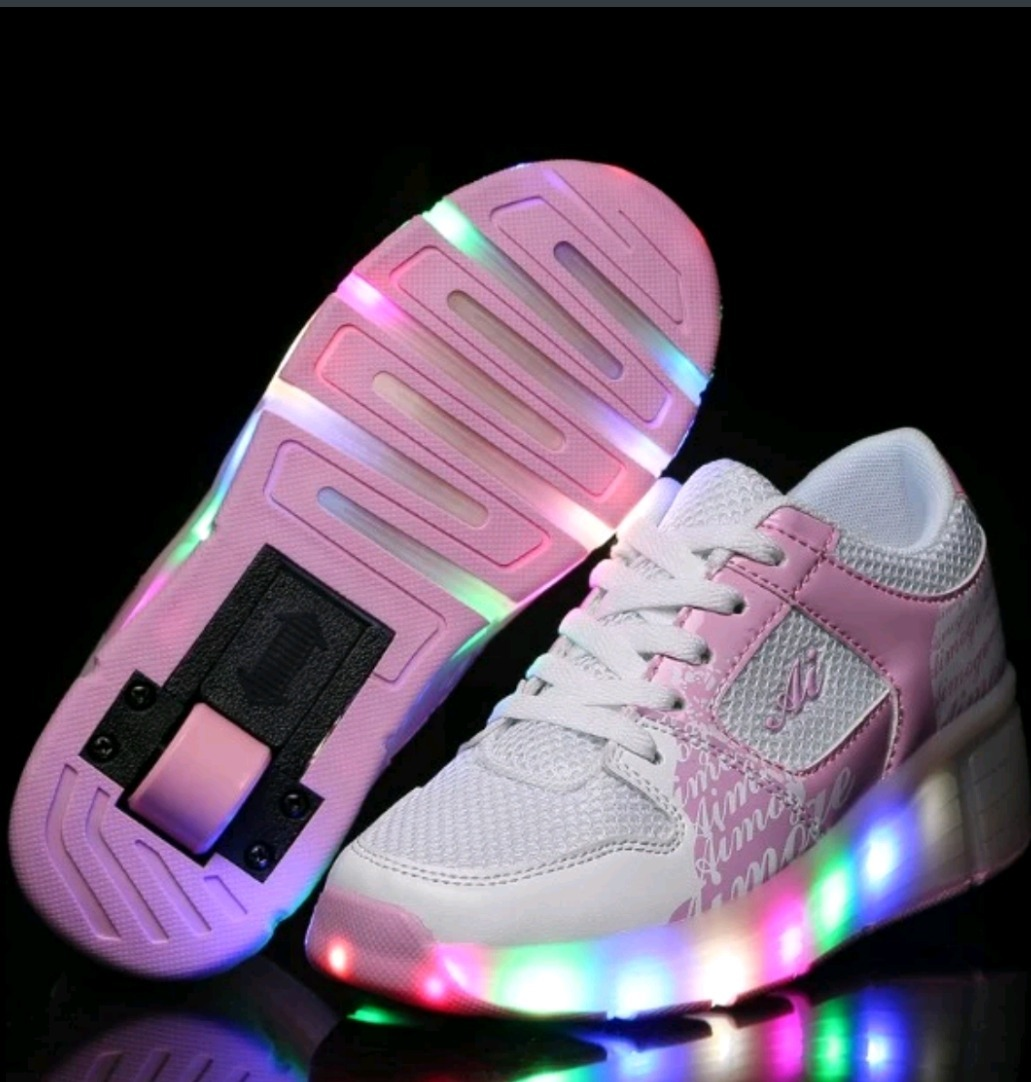 Zapatillas Con Ruedas Y Luces N° 32-33 -   35.000 en Mercado Libre 86135de4d335