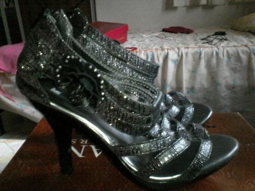 zapatillas dama negras en buen estado