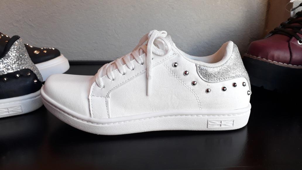 06732d431 zapatillas dama urbana ecocuero con tachas y brillo bajas. Cargando zoom.
