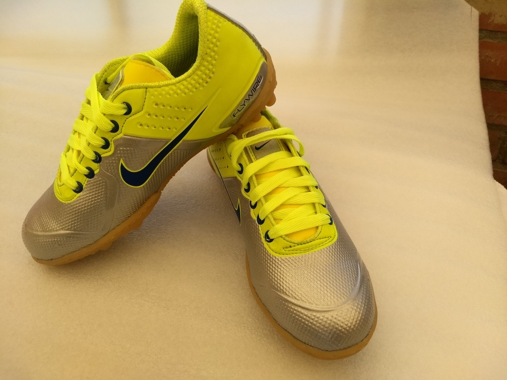 Zapatillas De Fútbol Y Microfutbol -   45.000 en Mercado Libre a7c0a5938e82b