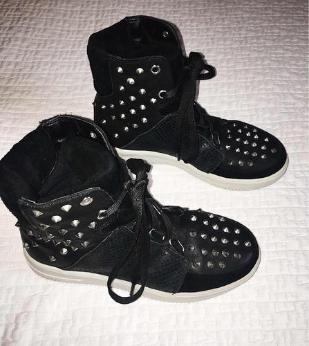 zapatillas negras - con tachas - talle 35 - marca viamo
