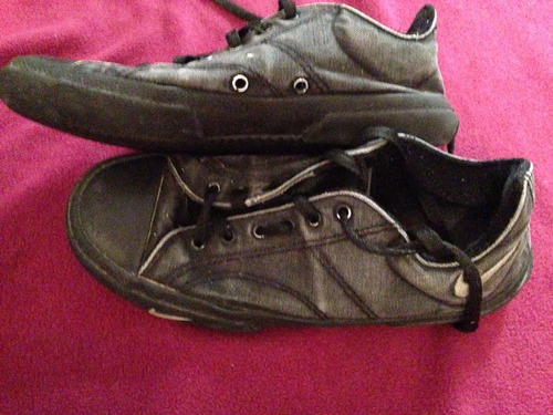 zapatillas negras usadas sin roturas unisex