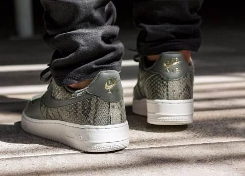 Zapatillas Nike Air Force 1 07 Low Lv8 Metallic Gold