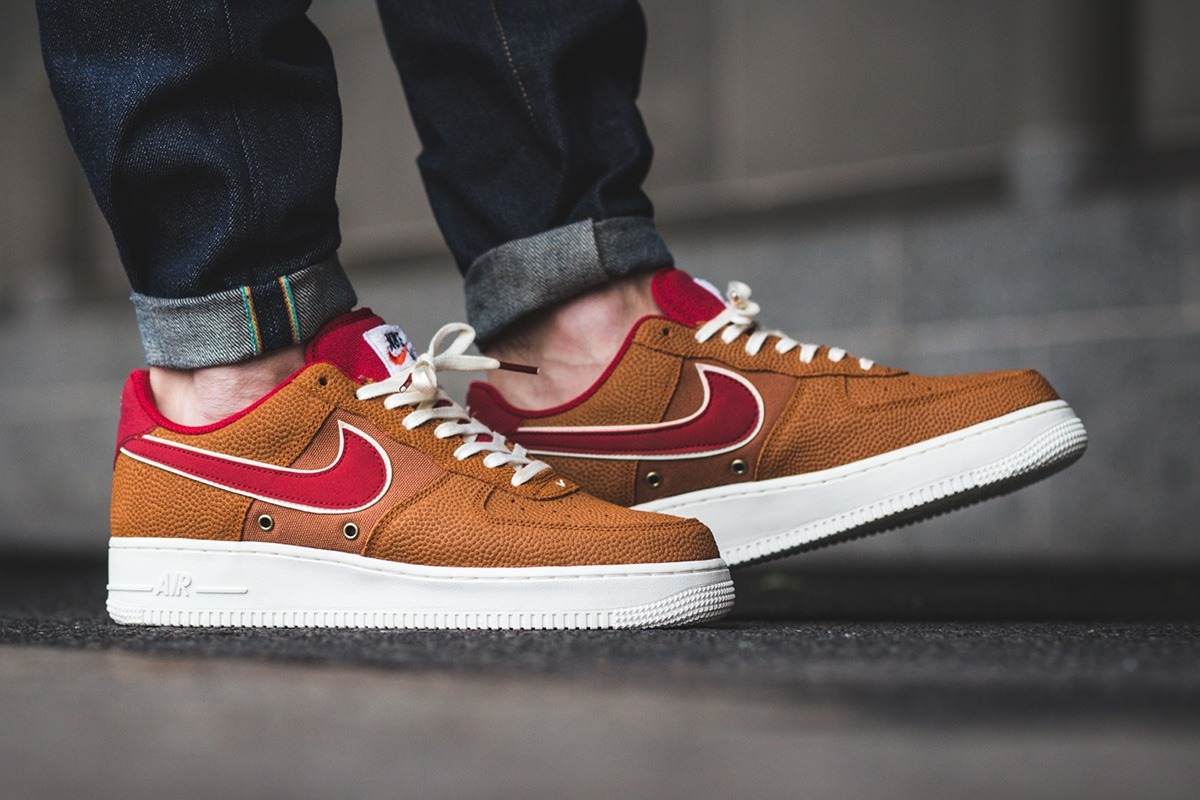 new arrival 64131 4c5fa zapatillas nike air force 1 07 lv8 tawnygym red. Cargando zoom.