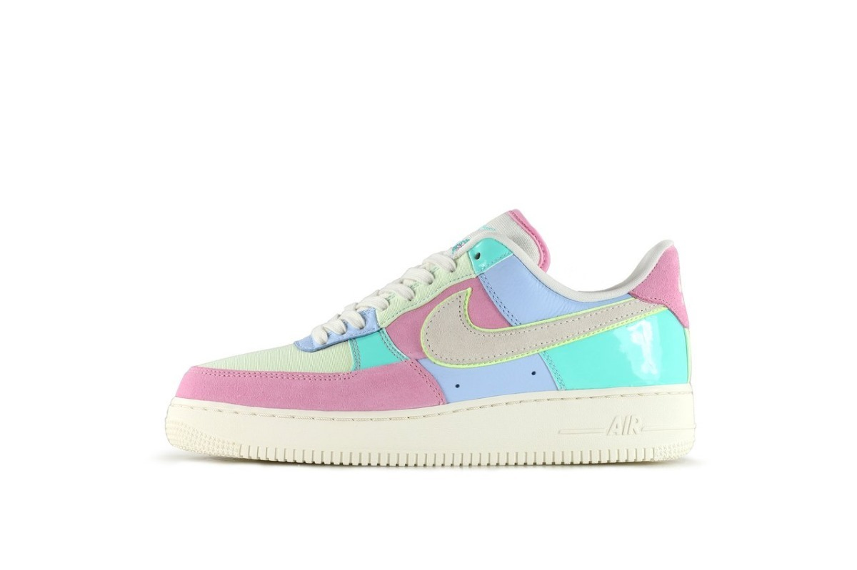 wholesale dealer 456bb 59804 Zapatillas Nike Air Force 1 07 Qs Easter Sneakers 2018