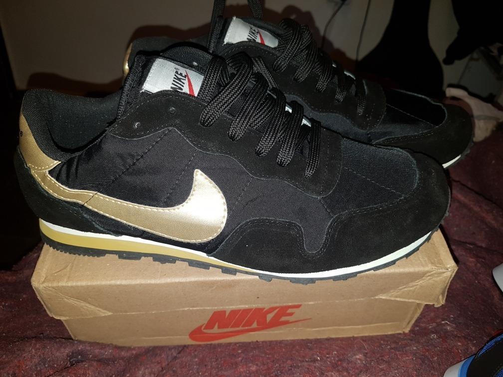 479dc44a5490c zapatillas nike negras doradas. Cargando zoom.