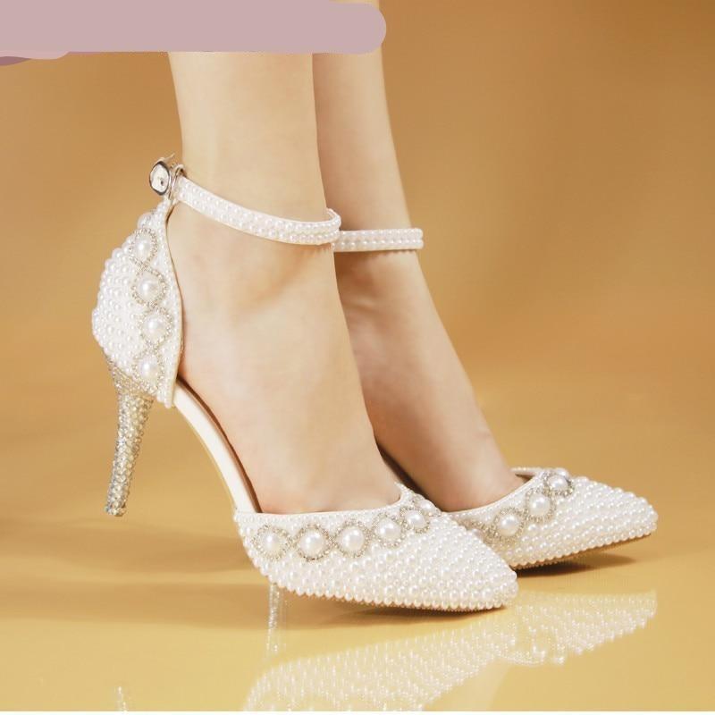 zapatillas para novia con decoración de perlas tacón delgado