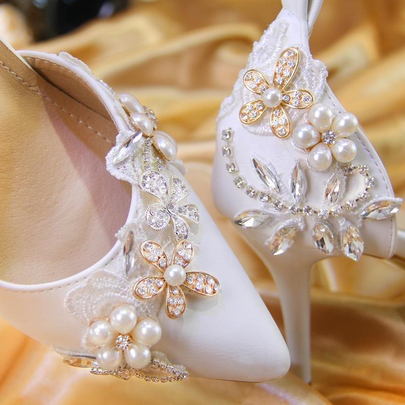 zapatillas para novia con decoración floral y tacón alto - $ 192.660